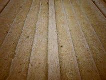 Les vieilles planches en bois se ferment avec le fond de mousse photo libre de droits