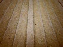 Les vieilles planches en bois se ferment avec le fond de mousse photographie stock