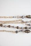 Les vieilles poires perle avec la chaîne, photo avec l'espace de copie Photos stock