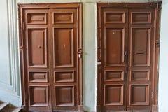Les vieilles portes photos stock