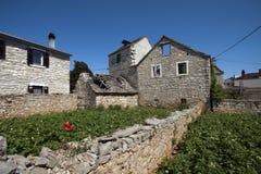 Maisons ruinées sur l'île de Solta Image libre de droits