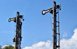 Les vieilles sémaphores mécaniques montrent le signal d'arrêt photographie stock libre de droits