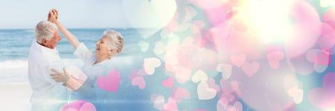 Les vieux ajouter au ` s de valentine aiment les coeurs et la mer de transition Image libre de droits