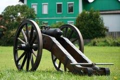 Les vieux canons étaient s'accorder chargé photographie stock