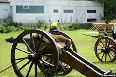Les vieux canons étaient s'accorder chargé images libres de droits