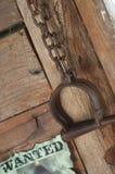 Les vieux dispositifs d'accrochage de prison de vintage et fugitif occidentaux de récompense ont voulu l'affiche Photographie stock libre de droits