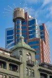 Les vieux et nouveaux bâtiments juxapositioned images libres de droits
