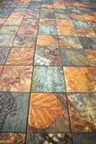 Les vieux modèles de carreaux de céramique de mur handcraft du public de la Thaïlande image stock