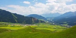 Les villages dans la vallée 2 images stock