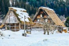 Les villages historiques de Shirakawa-vont en hiver photos stock