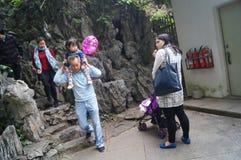Les visiteurs ont voyagé route de montagne Photo libre de droits