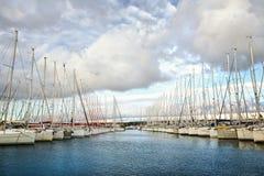 Les voiliers ont amarré dans Vodice, Dalmatie, Croatie images stock