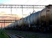 Les voitures de rail portent le pétrole brut et l'éthanol photos stock