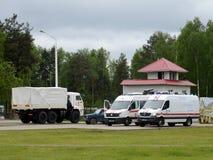 Les voitures du ministère des mesures d'urgence sur la gamme de la délivrance de Noginsk centrent pendant le Se intégré par ` int Photos stock