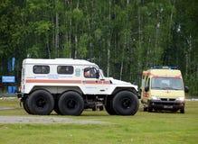 Les voitures du ministère des mesures d'urgence sur la gamme de la délivrance de Noginsk centrent pendant le Se intégré par ` int Photo libre de droits
