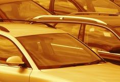 Les voitures garées ont modifié la tonalité le brun Photo stock