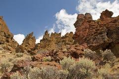 Les volcans antiques ont formé ces roches de lave Image stock