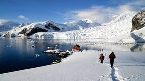 Les vues de Milou de la station de Brown sur le paradis hébergent/îles en Antarctique photographie stock libre de droits