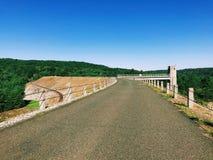 Les vues du barrage de Thomaston et parties du Naugatuck River Valley image libre de droits