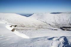 Les vues renversantes de paysage à partir du dessus de la neige ont couvert des montagnes dans W Photo stock