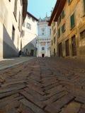 Les worm's observent la vue d'une rue ascendante à Bergame, Italie image libre de droits