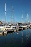 Les yachts de luxe dans Weymouth hébergent dans Dorset images libres de droits