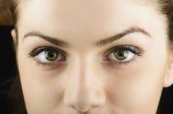 Les yeux de la jeune femme en gros plan Photos libres de droits