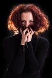 Les yeux peuvent parler - la belle belle pose mystérieuse de femme Photo libre de droits