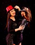 Lesbiennesvrouwen die op partij dansen Stock Foto's