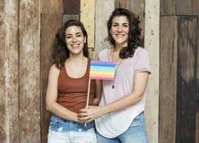 Lesbiskt för par begrepp tillsammans inomhus royaltyfria bilder