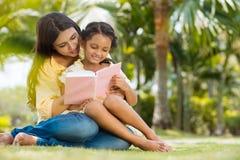 Lesebuch zusammen Lizenzfreies Stockbild