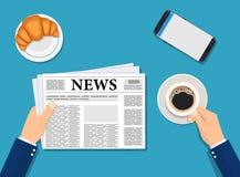 Lesende tägliche Nachrichten des Geschäftsmannes Lizenzfreies Stockbild