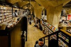 Leser in der Untertagebuchhandlung, China lizenzfreies stockfoto