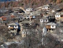 Leshten,保加利亚村庄与地道19世纪房子的 免版税库存图片