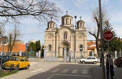 Leskovac Serbien, april 5 2018: Kyrkan av den heliga Treenighet, huvudsaklig ingång Royaltyfri Fotografi