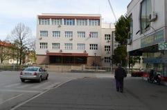 Leskovac, Servië, 5 april 2018: De bouw van middelbare school, gymnasium stock fotografie