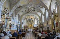 LESNIOW POLEN - 01 Maj 2016: Inre av kyrkan i ³ w S för LeÅ› nià Royaltyfri Bild