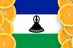 Lesothisk flagga i vertikal ram för citrusfruktskivor arkivfoto