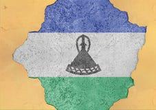 Lesoto rachou o furo e bandeira quebrada na fachada material concreta grande Fotos de Stock