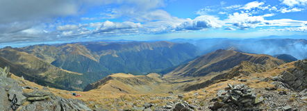 Lespezi, pico de Caltun (2135 m), Fagaras mt. Romênia Imagens de Stock Royalty Free
