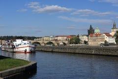 Lesser Old Town Bridge Tower, Charles Bridge, Moldau, Prag, Tschechische Republik Stockbilder