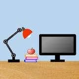 Lesung-Lampe, Computer, drei Bücher und Apfel auf einer Tabelle Lizenzfreie Stockfotos