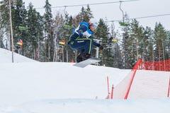Letónia, cidade Cesis, inverno, campeonato do Snowboard, snowboarder, Imagens de Stock
