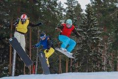 Letónia, cidade Cesis, inverno, campeonato do Snowboard, snowboarder, imagem de stock