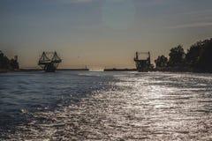 Letónia Liepaja ponte da interrupção no por do sol fotos de stock
