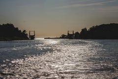 Letónia Liepaja ponte da interrupção no por do sol foto de stock