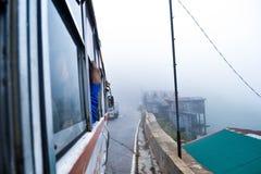 Let& x27 ; tour de s un autobus Image stock