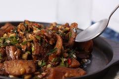 Lethave alguns peixes fritados com molho de pimentões Imagem de Stock Royalty Free