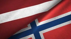 Letland en Noorwegen twee vlaggen textieldoek, stoffentextuur vector illustratie