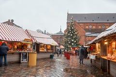 letland Kerstmismarkt in de Oude Stad van Riga Kerstmis in Riga 01 januari, 2018 royalty-vrije stock foto's